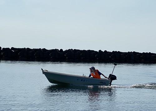 北海道伊達市レンタル釣り船、ヒラメ・カレイ・シャケ釣りの黄金マリン、海上を走るレンタルポケットボート画像